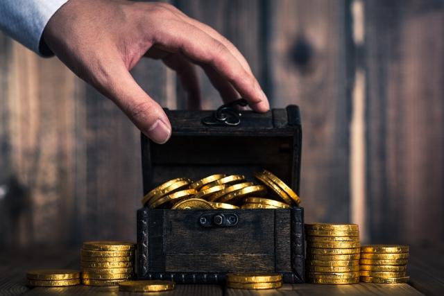 箱から溢れる金貨